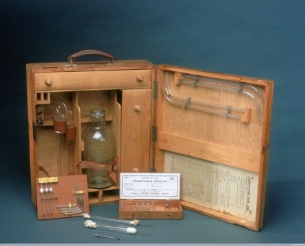 Physician Geoffrey Keynes invented this portable blood transfusion apparatus for use on the battlefield during World War I. Credit: Wellcome Library