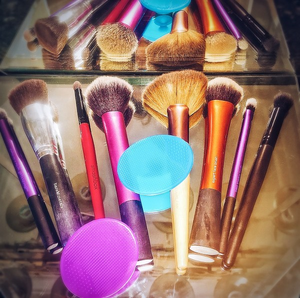 Can a $1.25 Tool Clean My Messy Makeup Brushes?