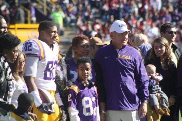LSU Coach Les Miles takes a pic  with WR 82, James Wright and his family.