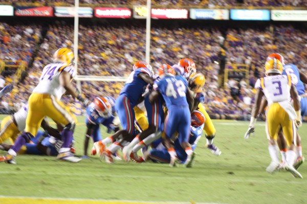 How many Gators does it take to tackle Fournette, 1, 2 , 3,  nope.....   it takes 4 Gators.