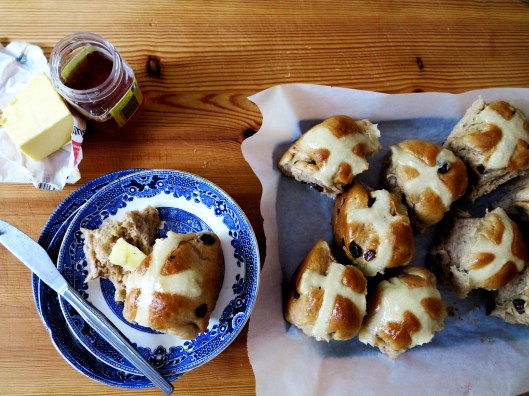 chai hot cross buns