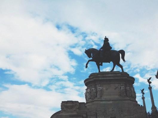 Spanish steps statue