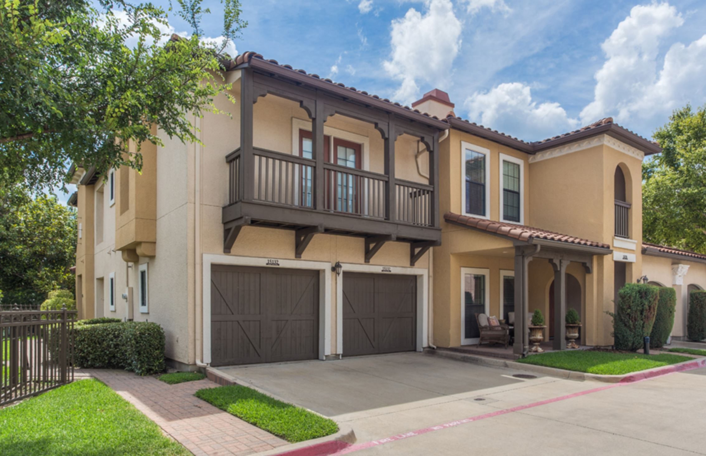 Garage Apartment Lakewood Dallas Townhome 2 Bed 2 5 Bath 2 Car Garage The Apartment Specialist