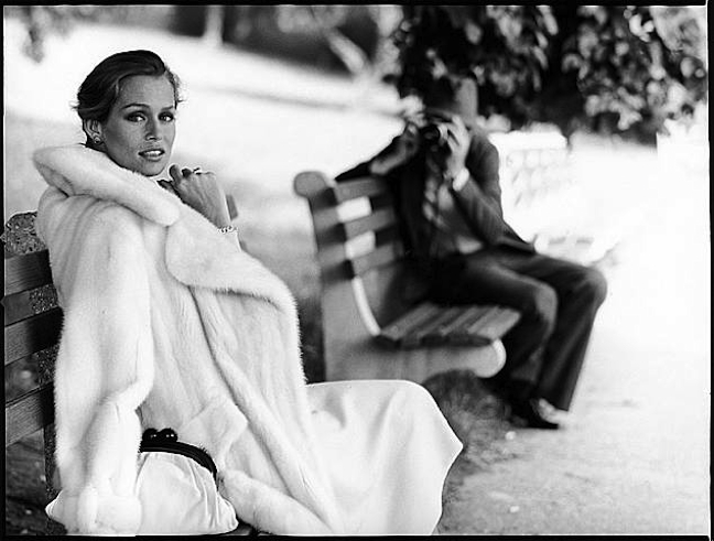 lauren-hutton-white-fur-70s