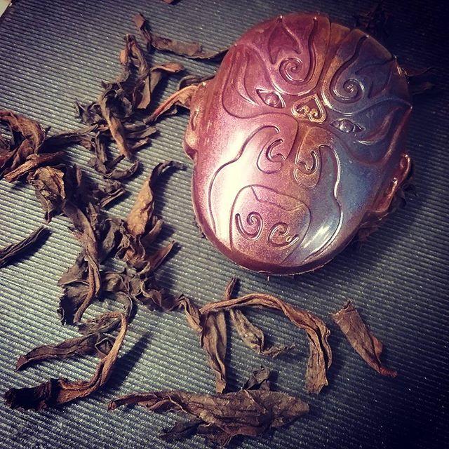LU YU (SEEING WHAT IS) - Wulong tea (Heritage Beidou) in a blend of Ghana and Honduran Lake Yojoa dark chocolates. #dlcbonbons #chocolatier #chocolateasart #chocolate #visitmanchesternh #redblossomteacompany #mesocacao #dwntnmht #nhfood #ecolechocolat #finechocolateindustryassociation