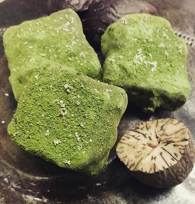 CHA-NO-YU - Nutmeg matcha caramel. Yes, that's ceremony-grade Matcha. #dlcbonbons #chocolatier #chocolateasart #chocolate #visitmanchesternh #aiyamatcha #spicetrekkers #caramel #buttercaramel #matcha #nutmeg #chado