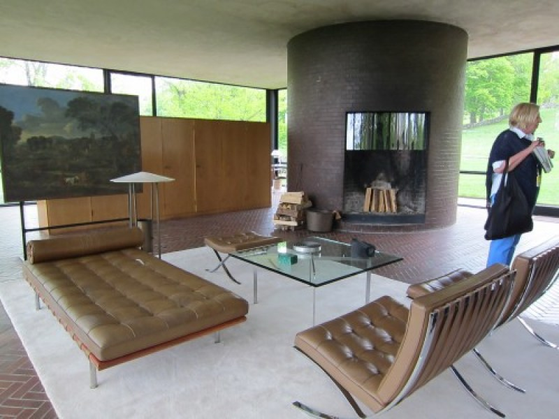 Glass-House-Interior-Philip-Johnson