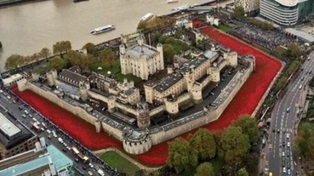 TowerofLondon-with-Poppies