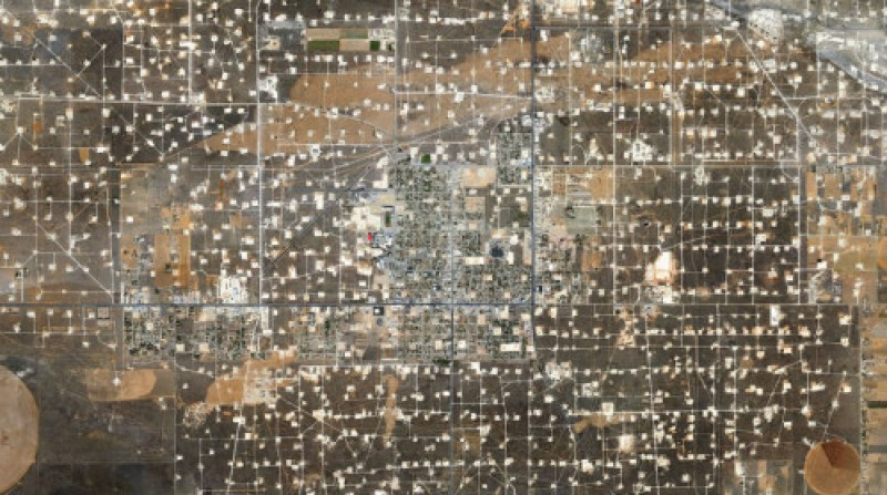 Mishka-Henner-Wasson-Oil-Field-Detroit-City-Texas-900