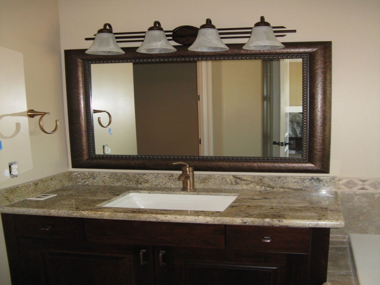 Vanity Mirrors Types Of Vanity Mirrors Darbylanefurniture