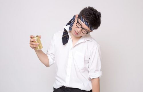 女子ドン引き!職場の飲み会で、男性がやりがちな嫌われる行動7パターン
