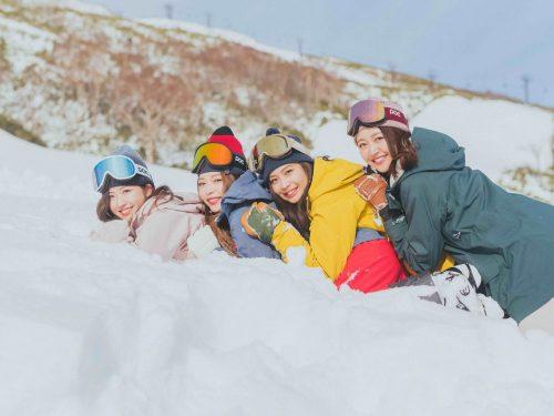 1月12日はスキーの日!ゲレンデ美人のスナップをチェック♪