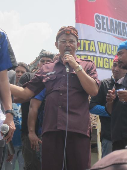 Umk Jakarta 2013 Daftar Umk Umr 2016 Informasi Terbaru 2016 424 X 565 Jpeg 171kb Kepala Disnakertrans Memberikan Sepatah Dua
