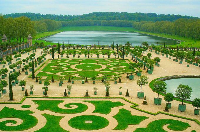 1200px-Park_of_Versailles_01