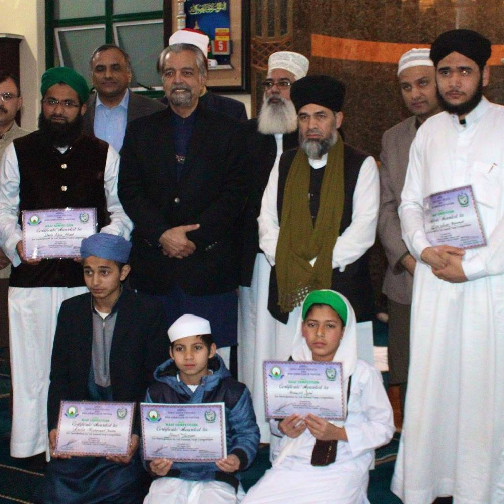The High Commissioner of Pakistan along with the principal and deputy principal of Darul Uloom Pretoria as well as participants at the competition.