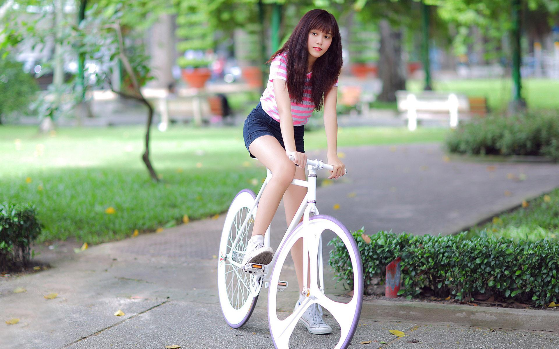 Cute Baby Girl Swing Hd Wallpaper Hd Riding The Bycicle Wallpaper Download Free 147147
