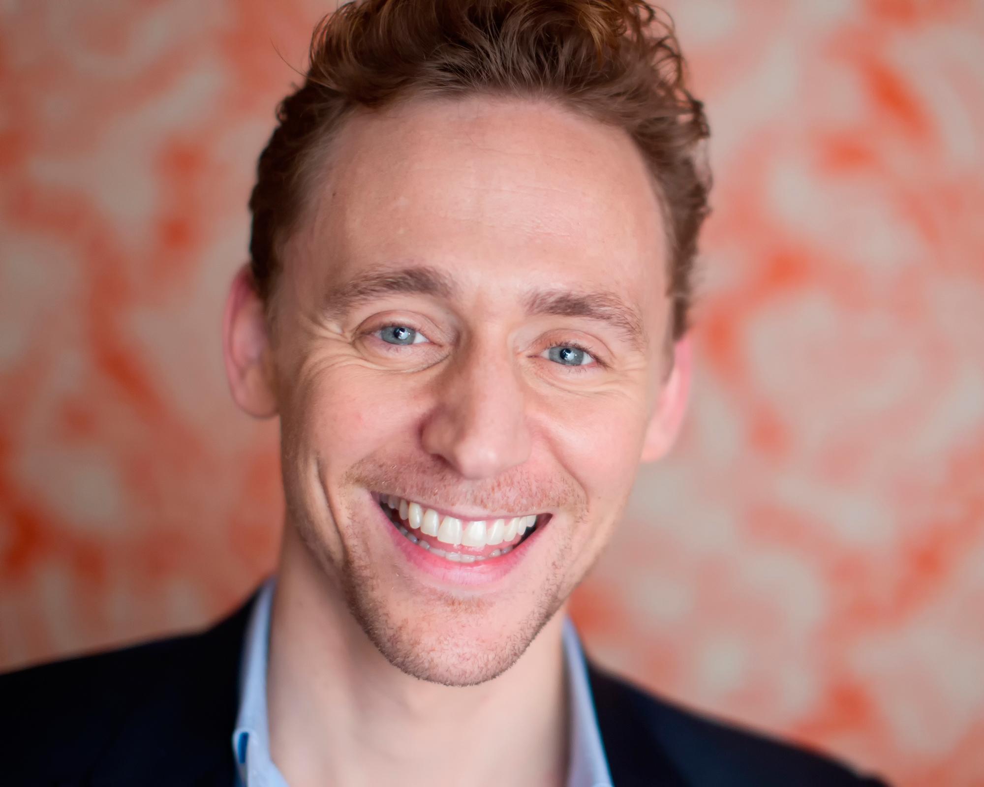 Cute Baby Girl New Wallpaper Hd Tom Hiddleston Actor Face Photo Shoot Smile