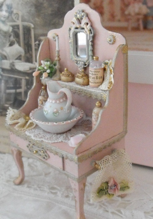 Shabby Deutsch Miniature Sideboard With Pitcher And Basin | Shabby Chic