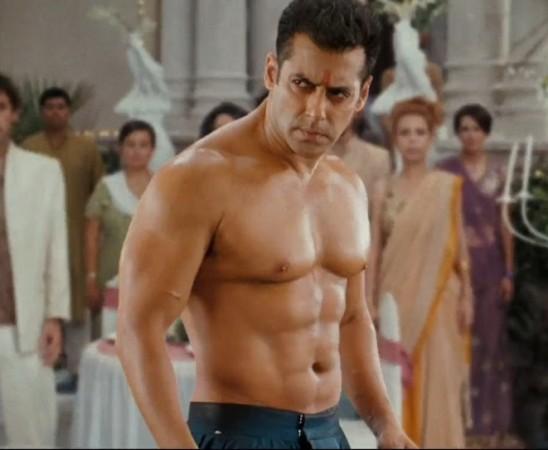 Sunil Shetty Car Wallpaper Bigg Boss 8 Salman Khan S Show To Have Aircraft As A