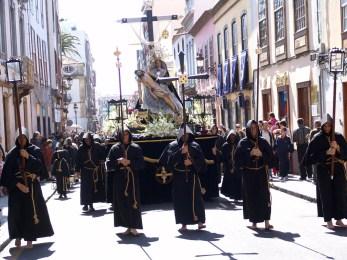 Strastnaya-nedelya-na-Tenerife-solntse-plyazh-i-traditsii