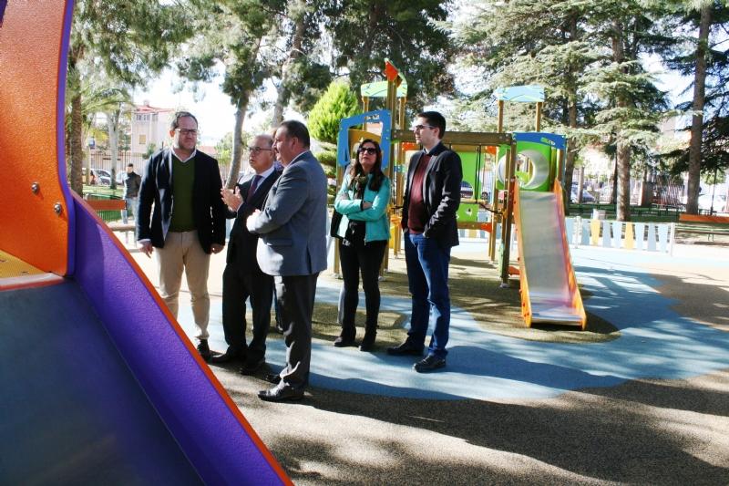 Vídeo. El consejero de Hacienda y Administraciones Públicas visita algunas de las obras incluidas en las últimas anualidades del Plan de Obras y Servicios en el municipio de Totana