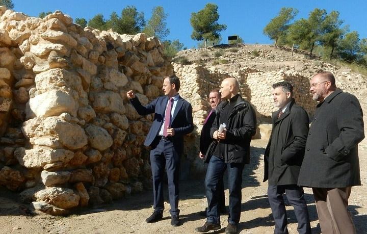 La réplica de la Casa Argárica impulsará el yacimiento arqueológico de La Bastida y permitirá que los visitantes del poblado comprendan mejor el estilo de vida de la Edad de Bronce