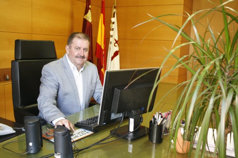El alcalde lamenta profundamente que el delegado del Gobierno anule la cita que había concertado con la delegación de políticos y afectados por el trazado del AVE a su paso por este municipio