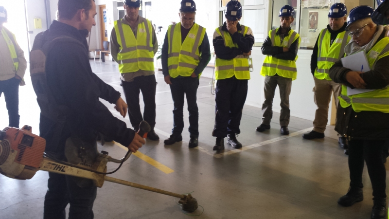 """Los alumnos del Curso-Certificado de Profesionalidad """"Limpieza de espacios abiertos en instalaciones industriales"""" realizan prácticas profesionales no laborales en empresas"""