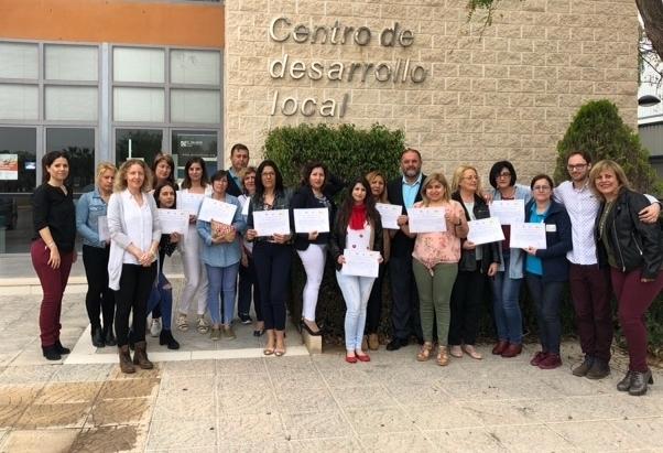 Autoridades municipales dan por finalizado el Programa Mixto de Empleo y Formación de Atención Sociosanitaria a Personas Dependientes en Instituciones Sociales, que se ha celebrado durante el último año