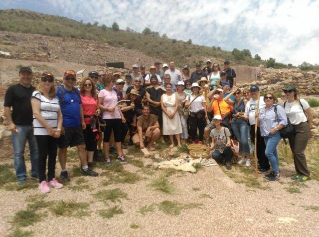 El concejal de Yacimientos Arqueológicos aboga por acciones turísticas integrales sustentadas en visitas promocionales a La Bastida, que impulsen de forma transversal sectores profesionales como la hostelería y el comercio
