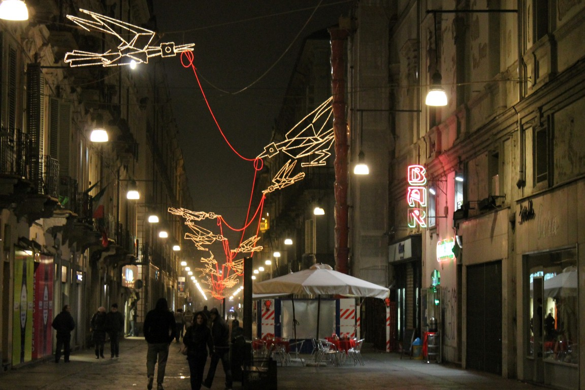 Tappeto Volante Buren Weekly Photo: Luci D'artista Lights Up Torino, Italy
