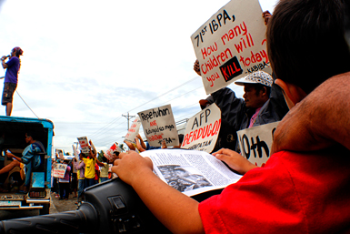 JUSTICE FOR ROQUE. Children and rights advocates join the funeral march Wednesday for eight-year-old Roque Antivo who was allegedly killed in a strafing incident by members of the 71st IB. Mourners stopped outside the Mabini Police Station as they demand for justice for Roque and all other children who were victims of the military including Sunshine Jabinez and Grecil Buya. (davaotoday.com photo by John Rizle L. Saligumba)