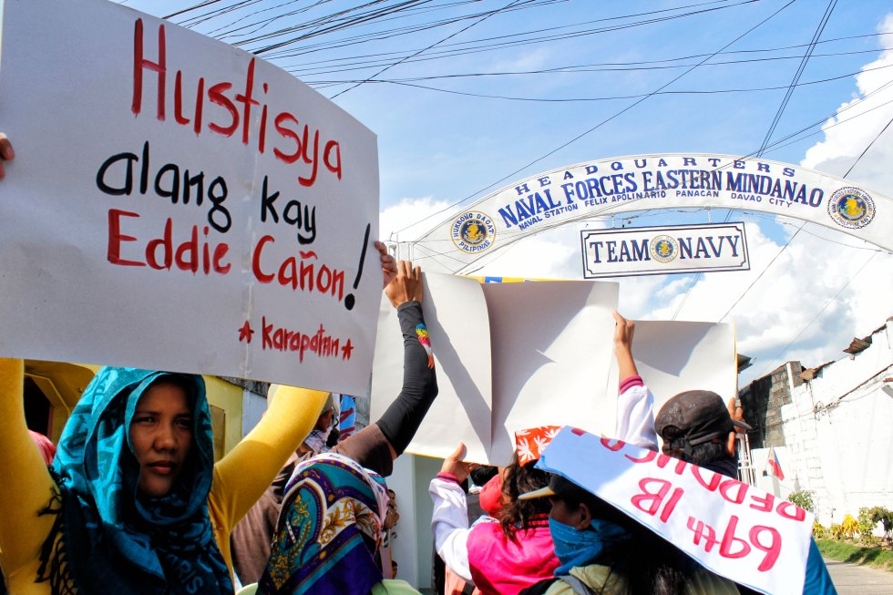 JUSTICE FOR CAÑON.  Families and relatives of slain victim Eddie Cañon, as well as members of rights group Karapatan and Anakpawis, troop outside the Eastern Mindanao Command headquarters in Panacan, Davao City Friday.  They demanded justice for Cañon, a coordinator for Anakpawis, who was killed by suspected state agents last May 25 in Nuevo Iloco village, Mawab town, Compostela Valley.  (davaotoday.com photo by Medel V. Hernani)