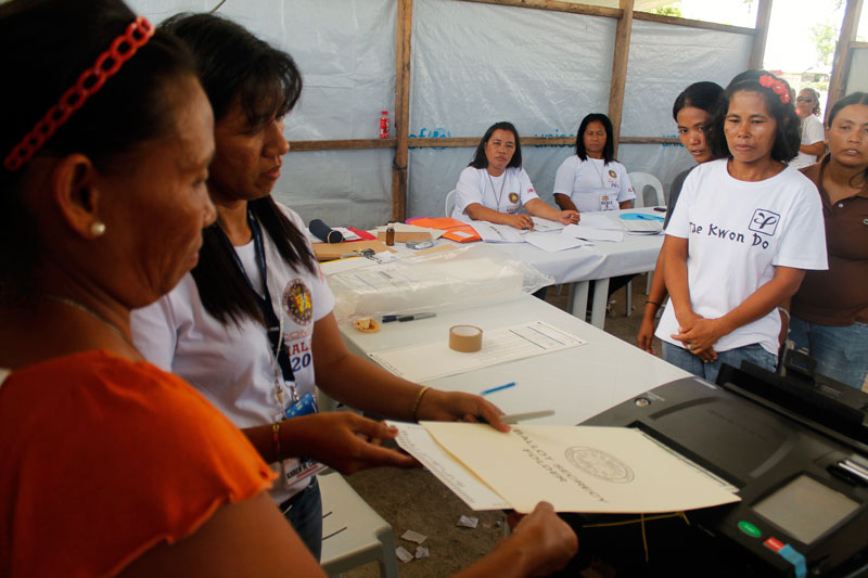TENT CENTER.  In San Rafael Elementary School, Cateel town, Davao Oriental, voters cast their vote inside the Pablo-damaged classrooms covered only with tarpaulins.  (davaotoday.com photo by John Rizle L. Saligumba)