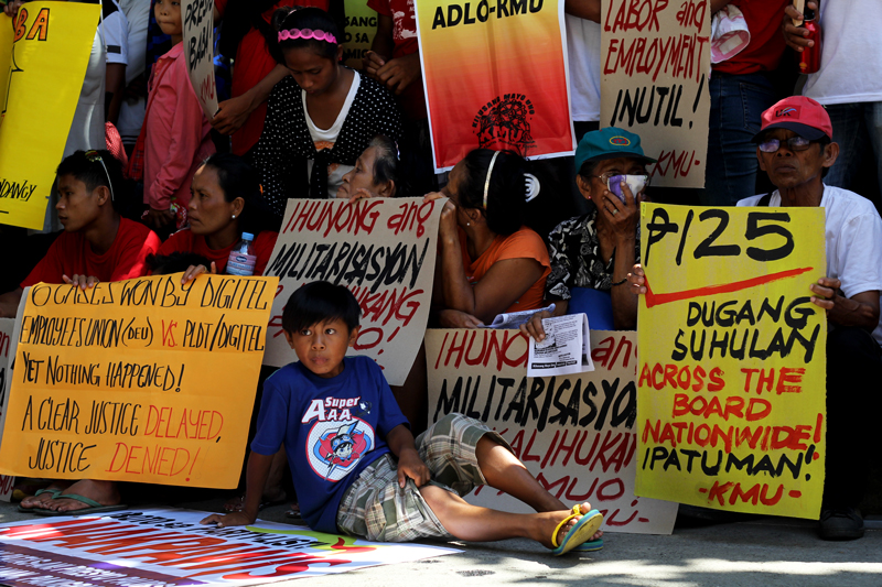 Filipino workers and their families have been calling for an increase in wages, among other economic and political demands.  (davaotoday.com file photo by Ace R. Morandante)