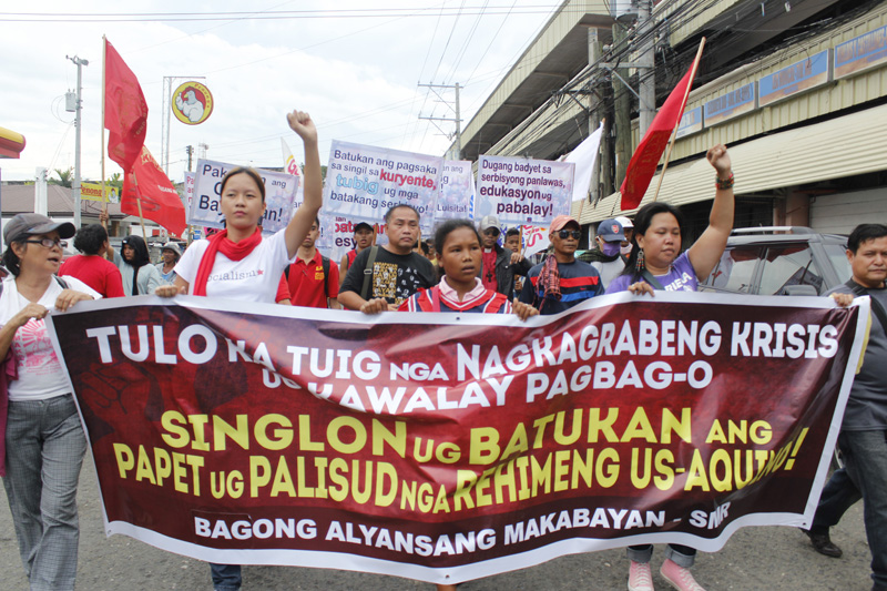 WOMEN ON THE FRONTLINE Women leaders during the People's SONA in Davao carry a streamer saying Aquino's administration has worsened the plight of the people (davaotoday.com photo by Medel V. Hernani)