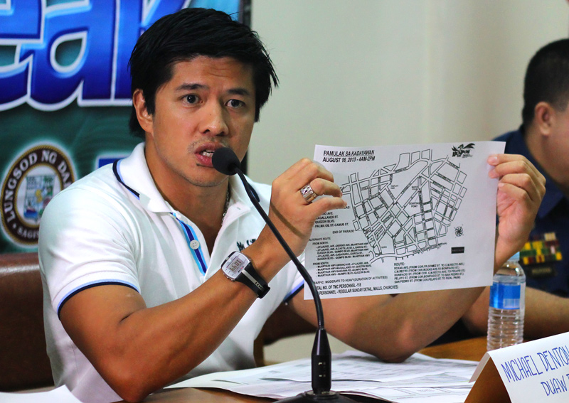 KADAYAWAN PARADE ROUTE  Mikey Aportadera of Duaw Dabaw, the Kadayawan Festival 2013 organizer, presented the route of the Festival's Indak-Indak sa Kadalanan on Saturday and the Pamulak Floral Parade on Sunday.  Aportadera assures the public of safety as long as there is cooperation between the public and police. (davaotoday.com photo by Ace R. Morandante)