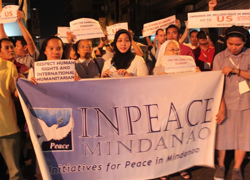 Sulu Princess Jacel Kiram (center) is joined by Catholic nuns in a rally calling for a peaceful resolution to the Zamboanga conflict last Thursday along F. Bangoy Street – Sta. Ana Avenue.  The Initiatives for Peace in Mindanao (InPeace) mobilized 100 church leaders and peace advocates in its Mindanao School of Peace in time for the International Day of Peace. (contributed photo)