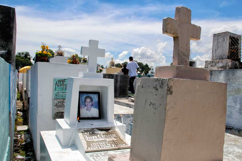 Cops deployed to Davao City cemeteries