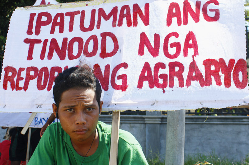 Militant farmers remember Mendiola massacre, demand Pnoy's ouster