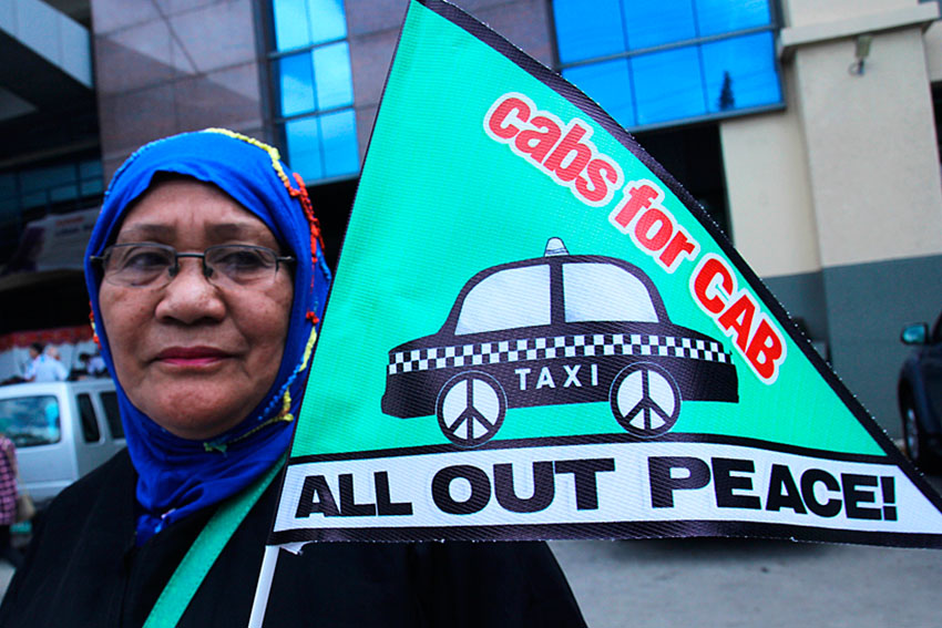 On the first year of the signing of the Comprehensive Agreement on the Bangsamoro between the government and the Moro Islamic Liberation Front, the group, Initiatives for International Dialogue holds a Cabs for CAB peace rally along with the taxi operators in Davao City. (Ace R. Morandante/davaotoday.com)