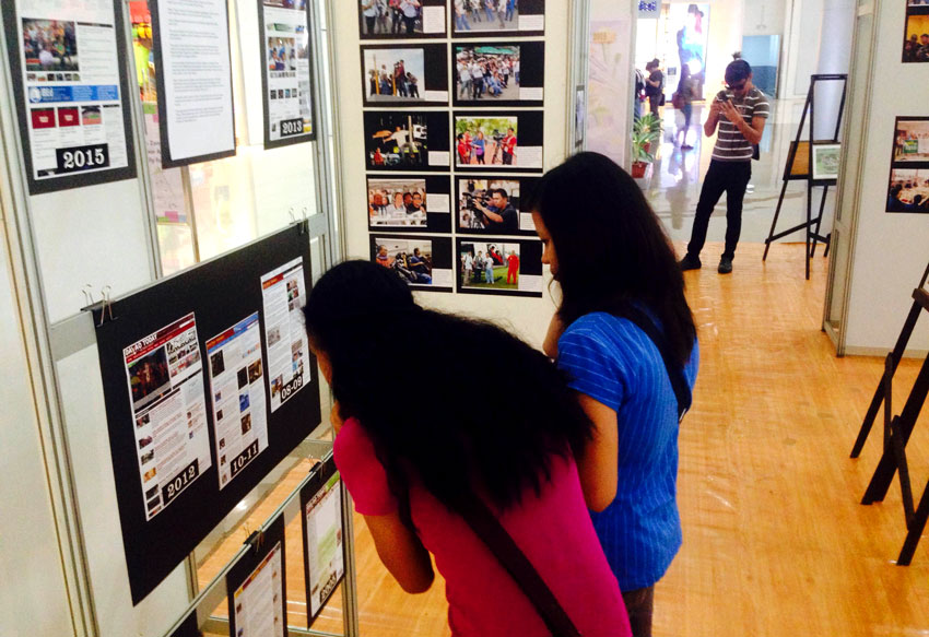 10 YEARS. Students check out at the Davao Today websitesscreen shots from 2005 to 2015 which is part of the exhibit by Davao media at the SM Annex. The local online news agency is now on its 10th year.