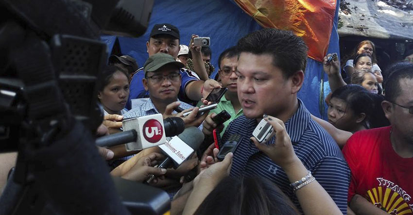 Davao City Vice-Mayor Paolo Duterte said he and Mayor Rodrigo Duterte have been monitoring the situation and have sent buses for those who want to go home but said no one should be forced if they do not want to. VM Duterte asked for the City's 911 to render medical aid tho those who need it. (John Rizle L. Saligumba/davaotoday.com)
