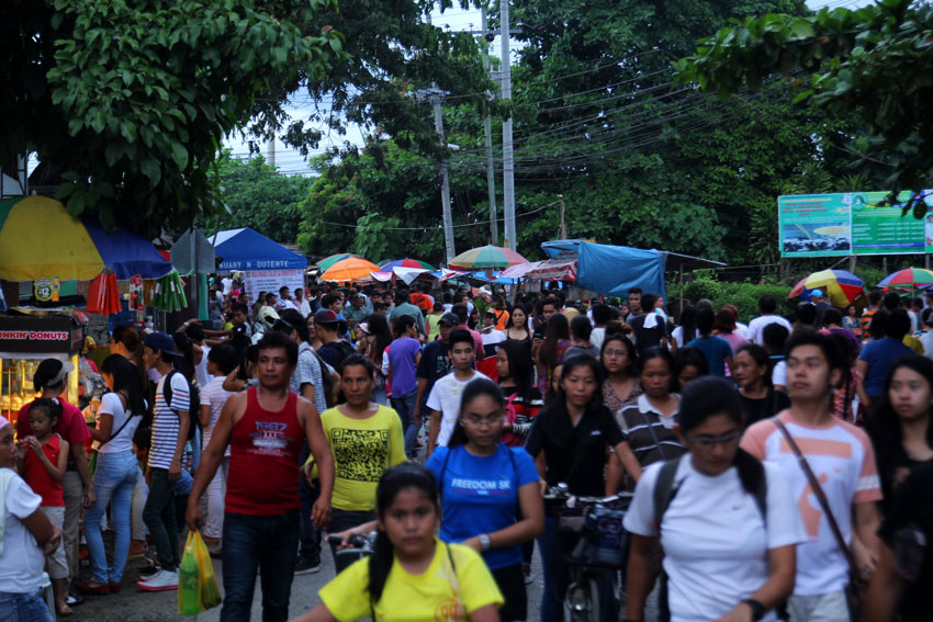 Thousands of people walk through the streets along Father Selga in Davao City to visit their loved ones during All Saints' Day. (Ace R. Morandante/davaotoday.com)