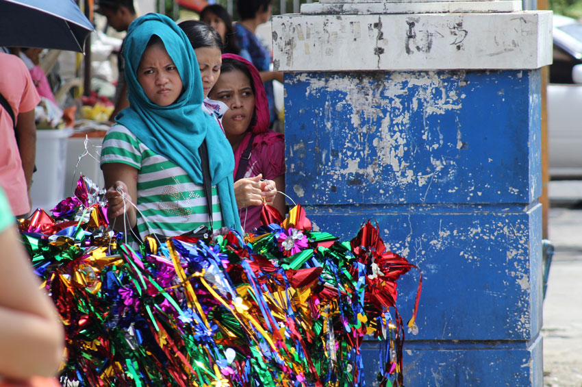 A Moro woman displays lanterns to sell along the street of San Pedro in Davao City. (Ace R. Morandante/davaotoday.com)