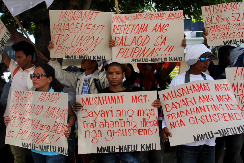 ILLEGAL DISMISSAL. Members of Musahamat Workers Labor Union stage a protest outside the corporate headquarters of Musahamat Farm Inc. in Pryce Tower, Bajada, on Tuesday, March 22. The union condemns the company for firing  52 workers, claiming the move is illegal. (Ace R. Morandante/davaotoday.com)