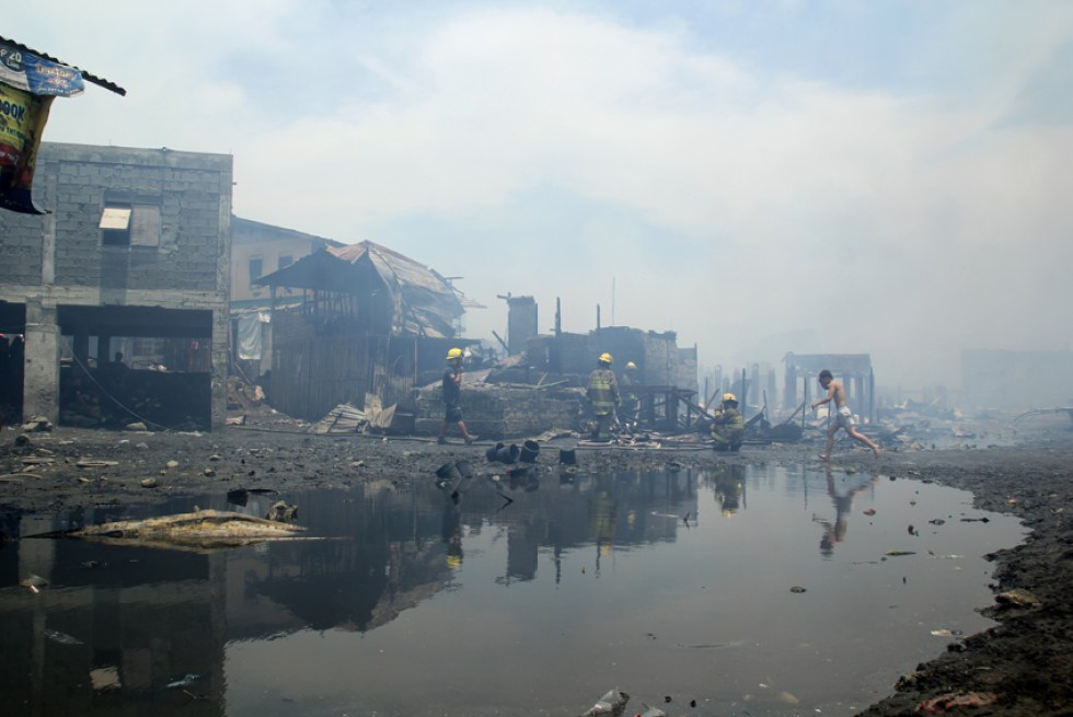 FIRE OUT. An estimate of 45 houses were razed by fire in Barangay 31-D, Davao City on Monday morning, March 21. (Ace R. Morandante/davaotoday.com)