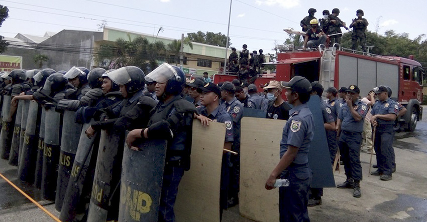 The Provincial Police Office of North Cotabato deployed police forces and members of their SWAT team to disperse the growing number of protesters. (Danilda V. Fusilero/davaotoday.com)