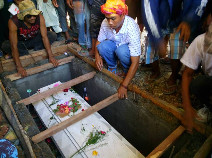 Kins cry for justice as slain Cotabato protester laid to rest