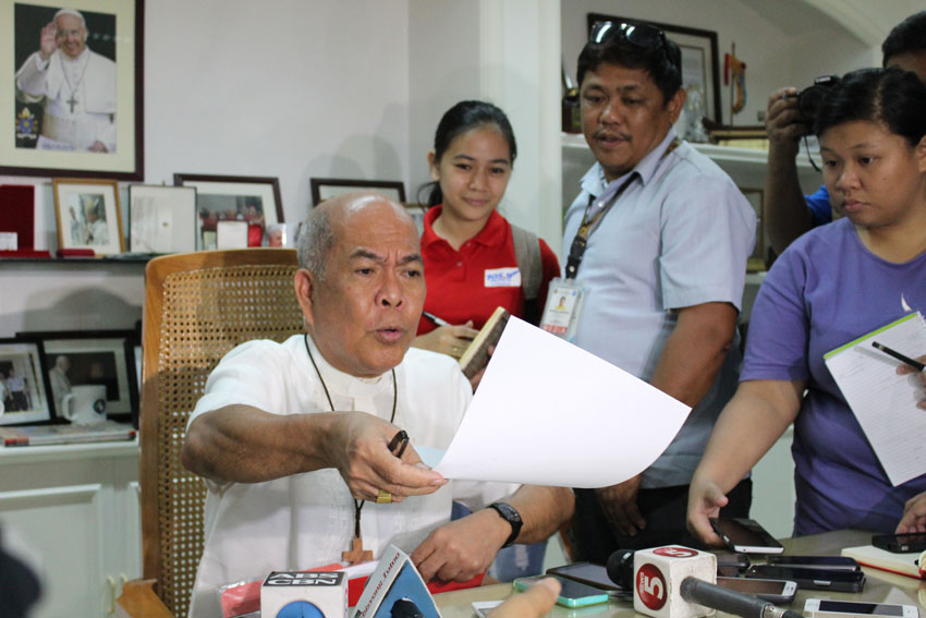 LOVE LETTER. Davao Archbishop Romulo Valles shows to the members of the press the letter of Pope Francis to Presidential candidate Mayor Rodrigo Duterte. (Medel V. Hernani/davaotoday.com)